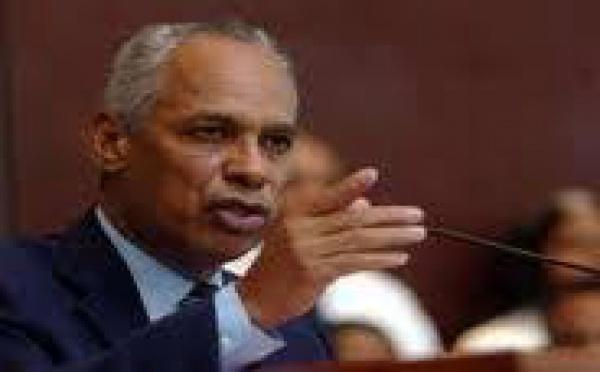 """Victorin Lurel: """"apporter une réponse de fond aux problèmes de la Polynésie, renouer la confiance Etat-Pays"""""""