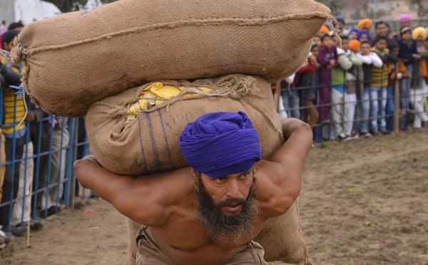 """Inde: un gourou """"superpropagateur"""" du Covid-19 a potentiellement contaminé 15.000 villageois"""
