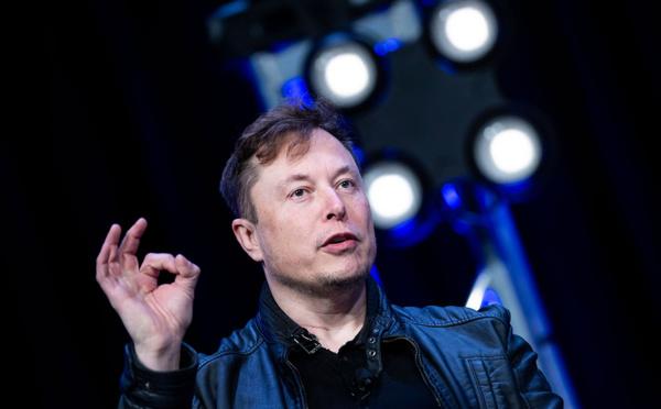 """Tesla: Elon Musk promet """"cette année"""" un véhicule 100% autonome"""