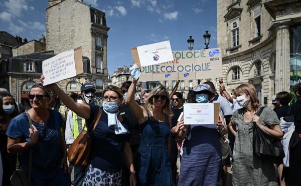 Mobilisation des salariés Hop! en colère devant le siège de la compagnie à Nantes