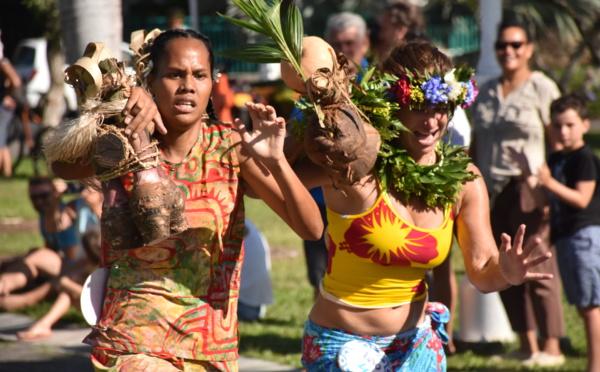 La course des porteurs de fruits pour lancer les tū'aro mā'ohi