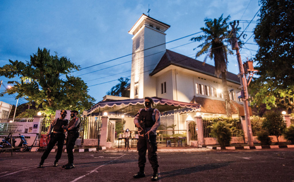 Indonésie: une femme abattue après une attaque au QG de la police à Jakarta
