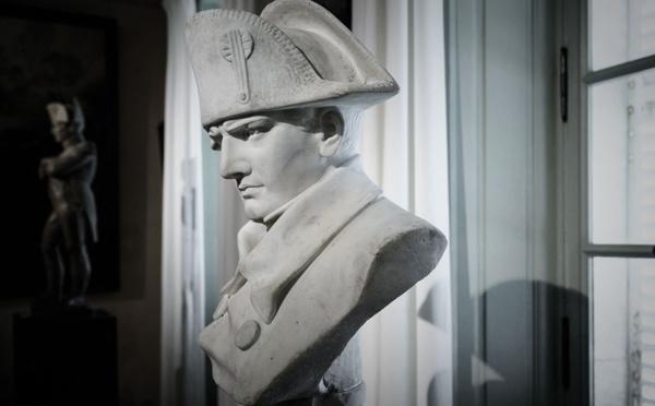 La France commémore les 200 ans de la mort de Napoléon, figure toujours contestée