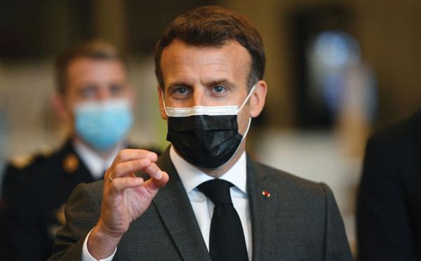 """Covid: Macron accélère le calendrier pour vacciner """"à marche forcée"""""""