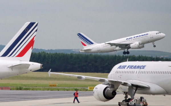 Quarantaine obligatoire pour entrer en France étendue à sept pays supplémentaires, annonce le gouvernement à l'AFP