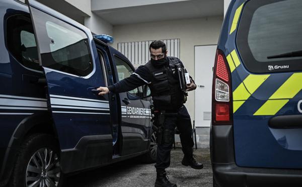 """Bordeaux: la femme blessée après avoir poignardé un policier a crié """"Allah Akbar"""", selon le parquet"""