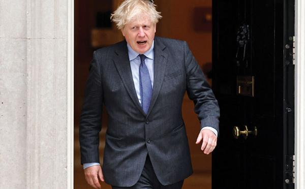Dépassé par le variant Delta, Boris Johnson met en pause le déconfinement