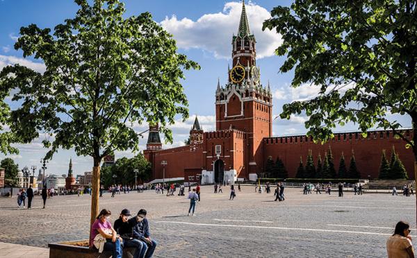 """Covid: Moscou décrète des vaccinations obligatoires, situation """"dramatique"""""""