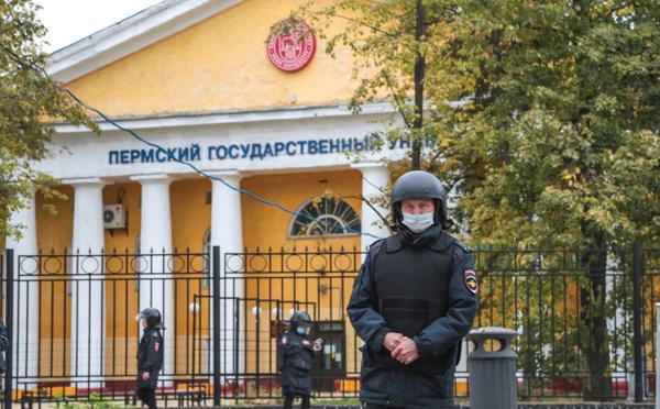 """Une fusillade dans une université en Russie fait six morts, """"un grand malheur"""", dit Poutine"""