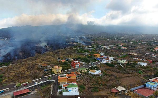 Eruption aux Canaries: 6.000 personnes évacuées, la lave attendue sur la côte