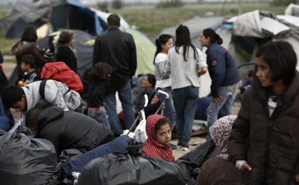 Migrants: la police grecque entame l'évacuation du camp d'Idomeni dans le calme