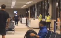 Aéroport de Honolulu: un homme viole la sécurité et meurt après avoir été détenu