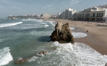 """JO-2024 - Surf: à la recherche du meilleur """"spot"""" pour les JO"""