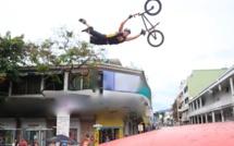 """Un """"Superman Seat grab"""" lors de la dernière compétition de BMX Freestyle qu'il a terminée à la 2e place"""