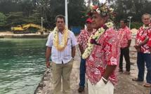 En déplacement aux Australes, à Rimatara, le président Edouard Fritch a visité, avec le maire de l'île, le chantier de réfection du débarcadère de Mutuaura.