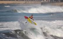 Les figures aériennes commencent également à faire leur apparition en sup surf © Angelo Jr Freda