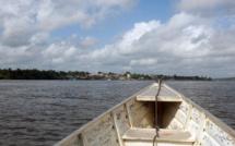 Guyane: Un jeune amérindien porté disparu dans un accident de pirogues en rentrant du collège