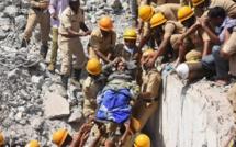 Inde: trois survivants sortis des décombres du bâtiment effondré mardi