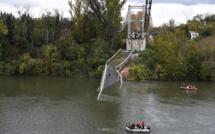 """Pont effondré près de Toulouse: le camion et son chargement estimés à """"plus de 40 tonnes"""""""