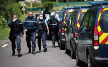 """Homicides des Cévennes: le tireur """"sans regrets"""" mis en examen pour """"assassinats"""" et écroué"""