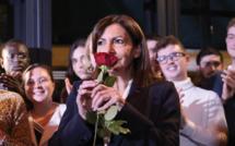 Anne Hidalgo, toujours à la peine dans les sondages, est investie par le PS