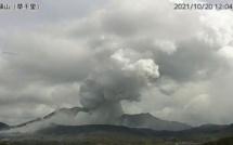 Eruption spectaculaire du volcan Aso au Japon
