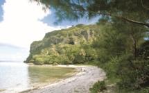 La plage devant la passe Taero, au pied de la pointe Mauo.