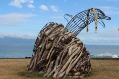 La sculpture mesure 2 mètres.