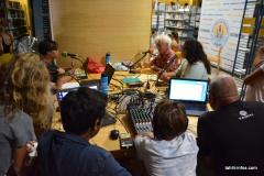 La section média du collège de Tipaerui a interviewé auteurs et éditeurs tout au long de la soirée pour leur radio netpacificradio.com