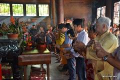 a-Les cérémonies du Nouvel an chinois ont commencé avec des offrandes d'encens