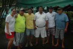 La famille, les grands amis de Feti'a ont apporté leur soutien à Heimata TEUPOO (4ième en partant de la G) dans l'organisation du mémorial
