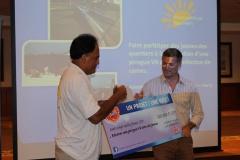 Paul Haiti de Kiwanis Tahiti Papeete a précisé que le prix (120 000 Fcfp) permettrait de rénover une pirogue (obtenue grâce à Tamarii Tp avec qui Kiwanis a un partenariat) et de construire des rames dans le cadre.