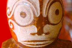 Tiki en phonolite à grenats partiellement poncé (Ua Pou)