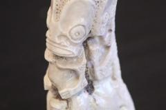 Tiki sculpté dans la base d'un bois de cerf de Nouvelle-Calédonie