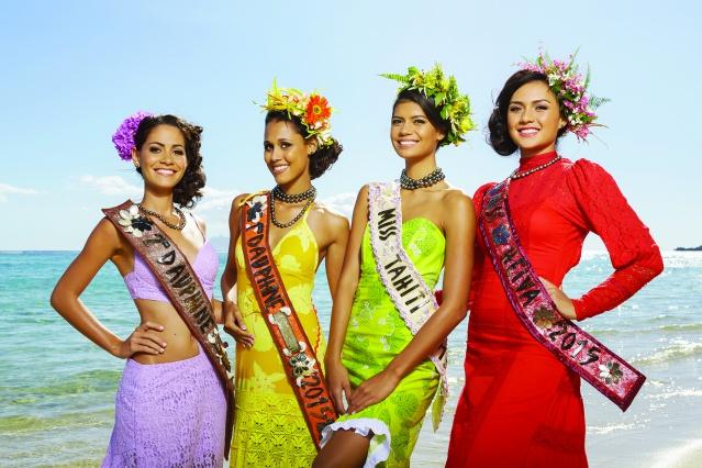 Miss Tahiti Vaimiti Teiefitu et ses dauphines ainsi que Miss Heiva. (Crédit : Teikidev)