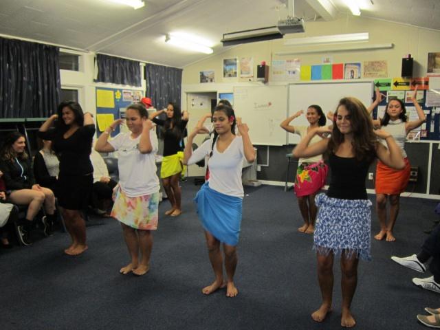 Démonstration de ori Tahiti par les élèves polynésiens.