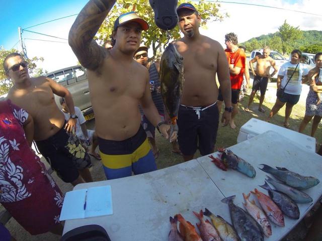 on pèse, on vérifie les mailles suivant le règlement de pêche de la FTSSC