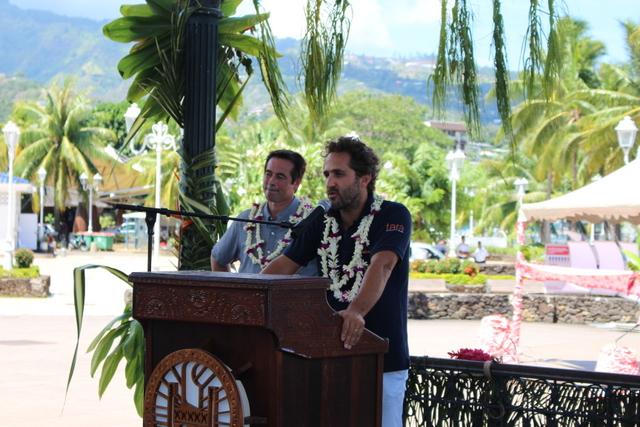 Serge Planes, directeur du Criobe et de l'expédition Tara 2016-2018 et au micro Romain Troublé, directeur général.