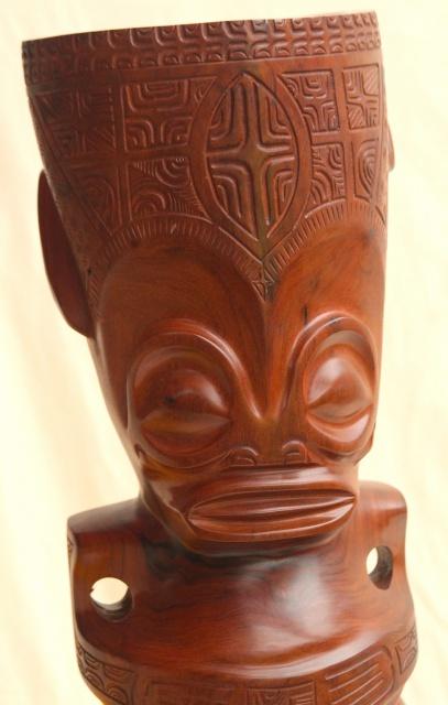 Tiki à coiffe en bois de rose