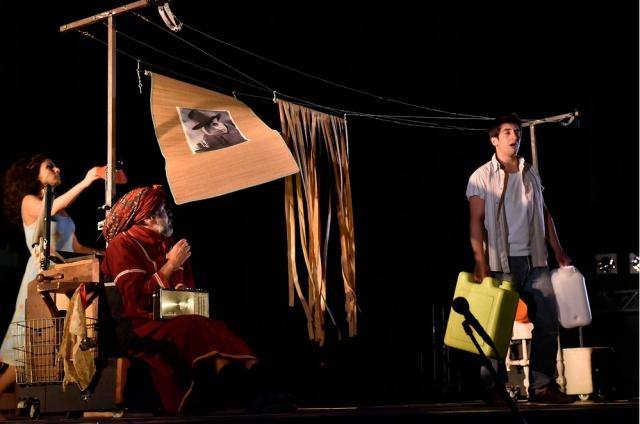 La Main de Leïla d'Aïda Asgharzadeh et Kamel Isker. Mise en scène Régis Vallée.